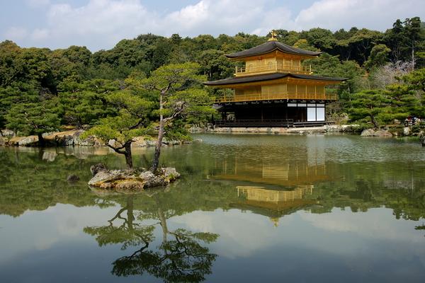 鏡湖池に映る金閣