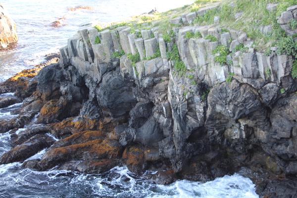 根室花咲・車石「柱状節理の海岸」